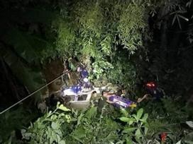 Xe cứu hộ đội bóng Thái Lan lao xuống vực