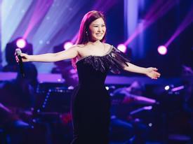 Dân mạng đòi báo công an bắt Hương Tràm vì... hát live quá hay