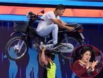 Việt Hương - Hồng Vân 'toát mồ hôi hột' trước phần thi đội xe máy 200kg lên đầu của 'Người bí ẩn'