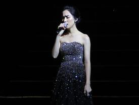 Hòa Minzy gây bất ngờ khi hát hit 'Rời bỏ' bằng hai thứ tiếng