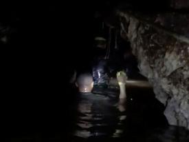 Giải cứu đội bóng Thái Lan mắc kẹt: Người thứ 10 được cứu khỏi hang