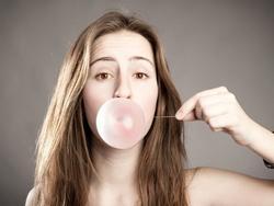 Chân lý mới cho chị em thất tình: Bạn trai cũ chẳng khác gì kẹo cao su!