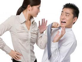 Soi tướng đàn ông sợ vợ một phép, luôn quan niệm 'đội vợ lên đầu trường sinh bất lão'