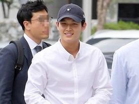 Vướng nghi án đe dọa, quấy rối đồng nghiệp... mỹ nam Lee Seo Won vẫn cười toe toét khi đến tòa