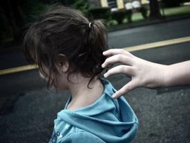 Hà Nội: Đau đớn tố cáo ông nội dâm ô cháu