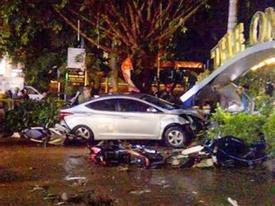 Ôtô lao vào quán cà phê tông chết 2 nữ sinh