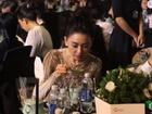 Chỉ có ngồi ăn thôi mà Hari Won cũng gây được tranh cãi ghê gớm