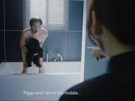 Phương Anh Đào 'tá hỏa' khi thấy Thái Hòa khỏa thân cùng cún cưng