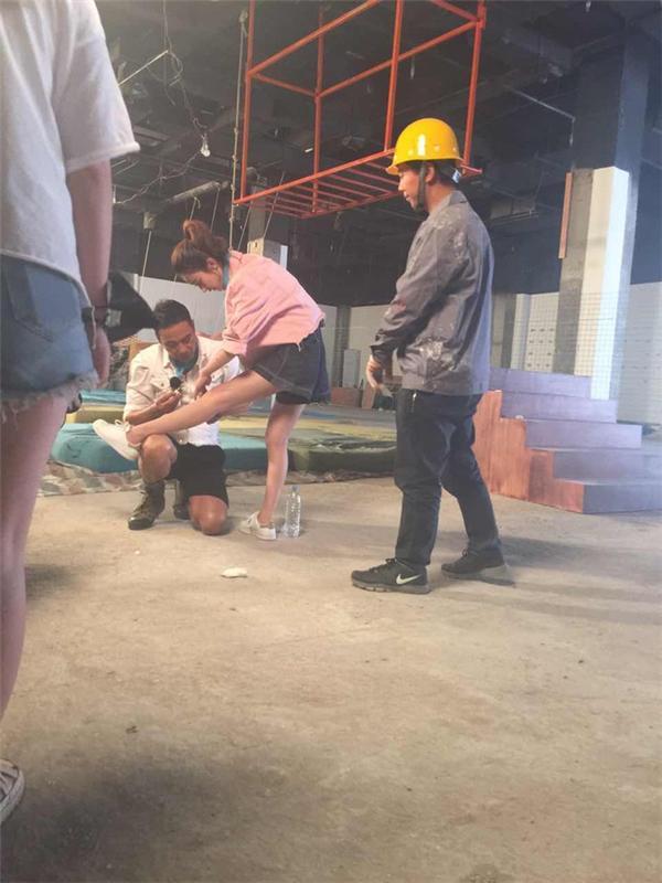 Triệu Lệ Dĩnh xác nhận bị suy tim, dân mạng chia sẻ loạt ảnh mỹ nhân Hoa Thiên Cốt gầy rộc ốm yếu như bộ xương khô-9