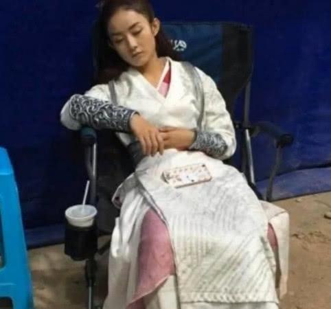 Triệu Lệ Dĩnh xác nhận bị suy tim, dân mạng chia sẻ loạt ảnh mỹ nhân Hoa Thiên Cốt gầy rộc ốm yếu như bộ xương khô-4