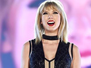 Katy Perry, Taylor Swift kiếm được bao nhiêu tiền trong năm qua?