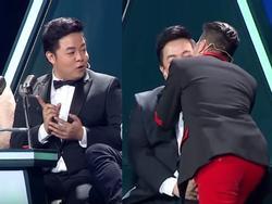 'Đập tan' tin đồn bất hòa, Mr Đàm không ngại hôn Quang Lê trên sóng truyền hình