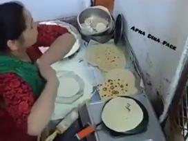 Nổi da gà với món 'bánh lăn nách' độc nhất vô nhị trên thế giới