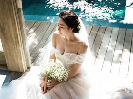 Á hậu Tú Anh giấu kín váy cưới để gây bất ngờ cho bạn trai