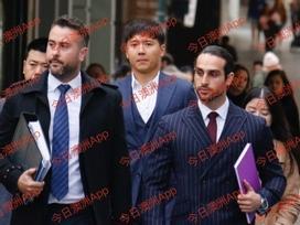 Cao Vân Tường im lặng cúi đầu tại phiên xét xử cáo buộc cưỡng dâm tập thể