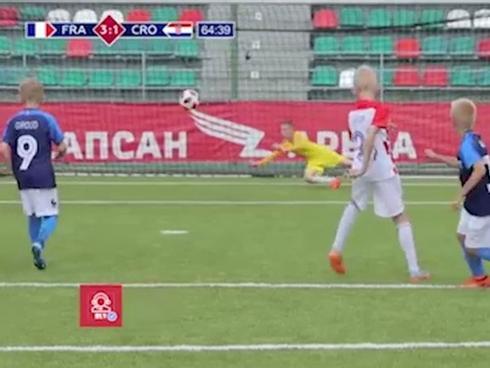 Clip phiên bản nhí tái hiện trận chung kết Pháp - Croatia cực nhắng