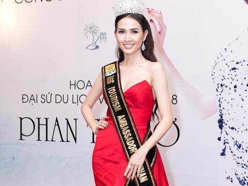 Đề phòng bị chơi xấu tại Hoa hậu Đại sứ Du lịch Thế giới, Phan Thị Mơ sẽ mang dư nhiều trang phục