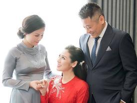 TRỰC TIẾP: Tú Anh bên cha mẹ trước giờ đón dâu