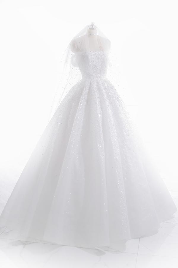Những chiếc váy cưới đẹp như cổ tích của 5 cô dâu đình đám nhất showbiz Việt năm 2018-7