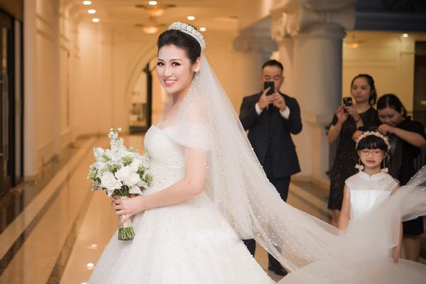 Những chiếc váy cưới đẹp như cổ tích của 5 cô dâu đình đám nhất showbiz Việt năm 2018-8