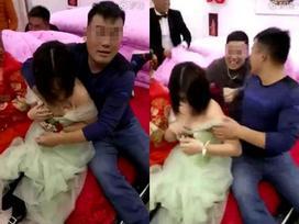 Bị bạn chú rể sàm sỡ công khai trong đám cưới, phù dâu trẻ shock nặngchỉ biết vùng vẫy khóc