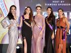 Vừa khởi động Hoa hậu đại sứ du lịch Thế giới, Phan Thị Mơ đã được bình chọn đẹp nhất đêm tiệc