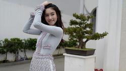 Mỹ nhân Nong Poy diện áo dài Việt Nam khoe dáng nuột nà