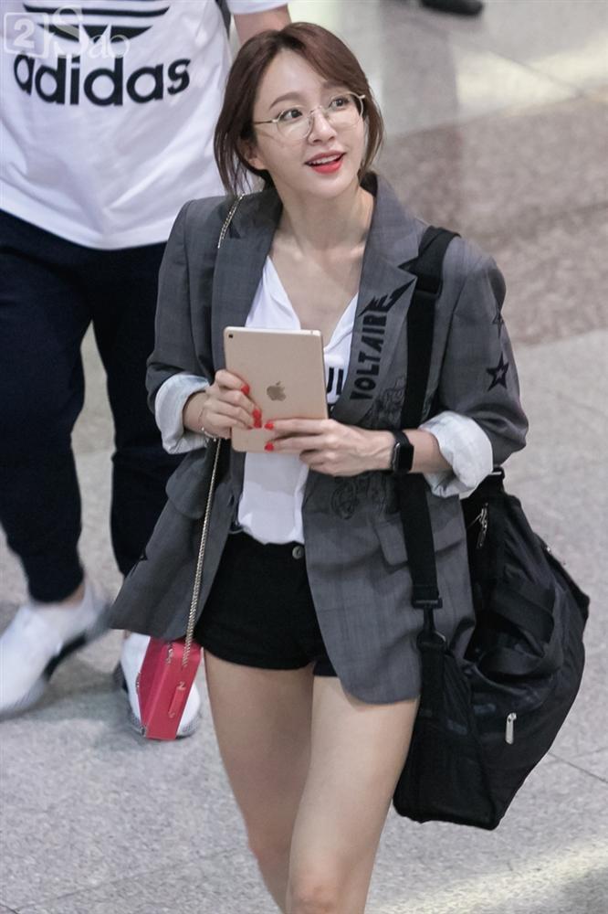 STREET STYLE SAO HÀN: DJ Soda khoe body không chút mỡ thừa - TaeYeon diện đầm như mang bầu-5