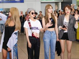 Nhóm nhạc nữ EXID rạng rỡ tại sân bay vẫy chào fan Việt