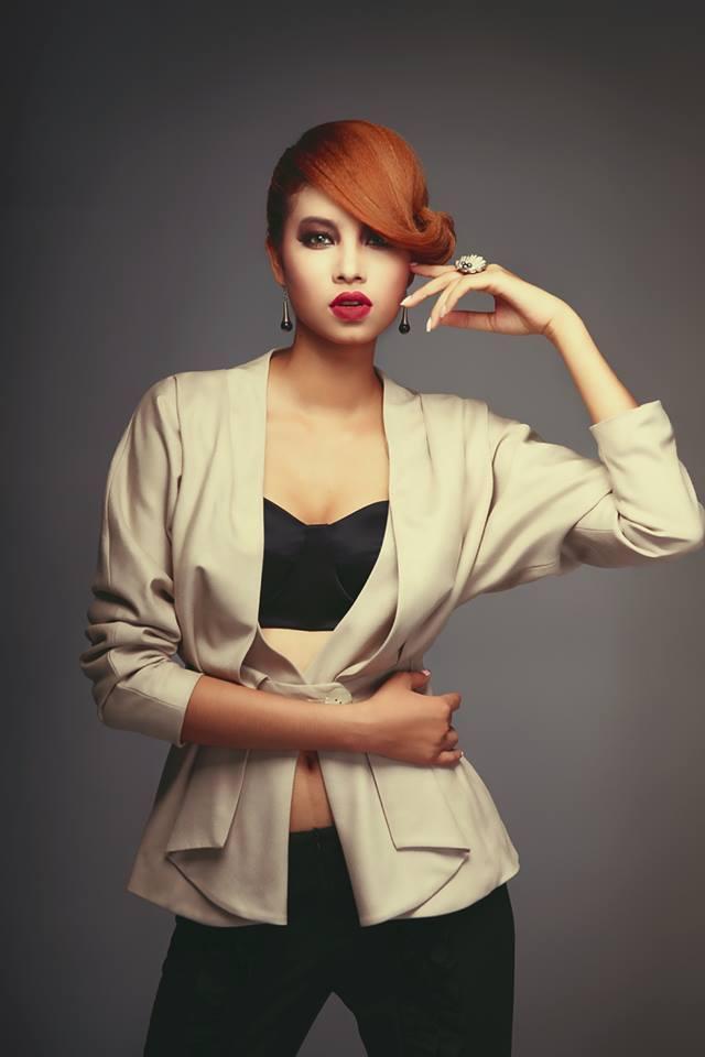Lộ ảnh Hoa hậu Phạm Hương thuở 18: cằm chẻ đôi, môi hững hờ lên ảnh nghìn kiểu như một-2