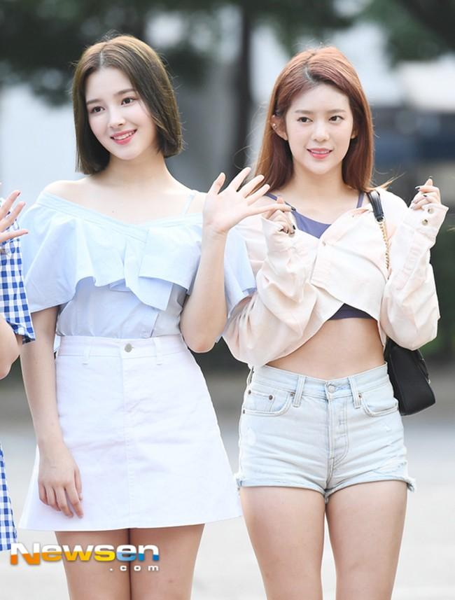 STREET STYLE SAO HÀN: DJ Soda khoe body không chút mỡ thừa - TaeYeon diện đầm như mang bầu-8