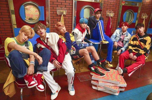 Nhờ DNA, BTS chính thức trở thành nhóm nhạc Kpop đầu tiên có MV vượt mốc 450 triệu lượt xem-2