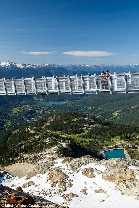 Cây cầu treo ở độ cao 2000m khiến ai cũng rụng tim khi bước lên-3