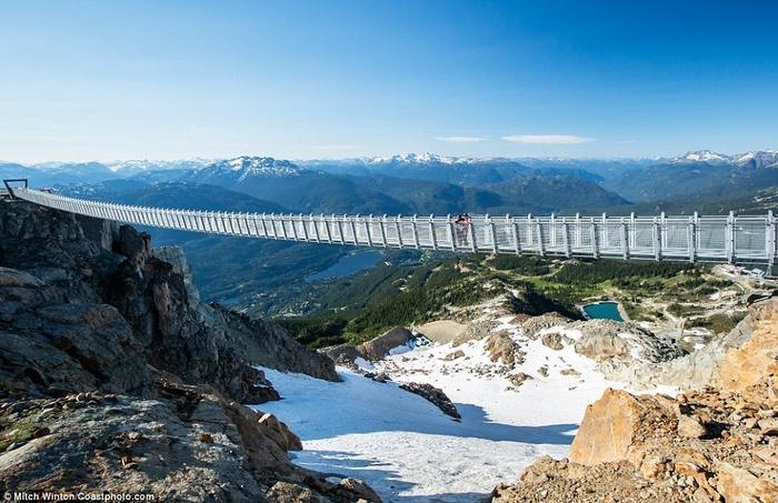 Cây cầu treo ở độ cao 2000m khiến ai cũng rụng tim khi bước lên-4