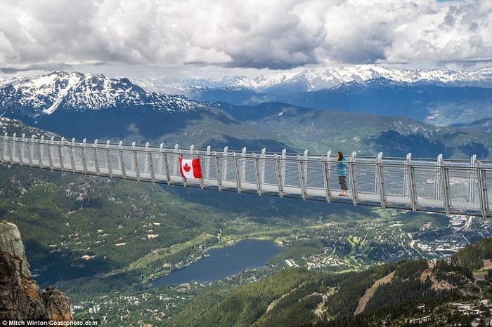 Cây cầu treo ở độ cao 2000m khiến ai cũng rụng tim khi bước lên-5