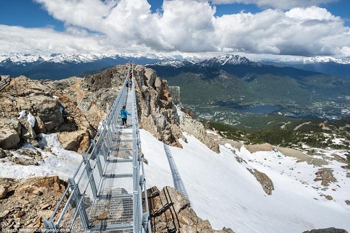 Cây cầu treo ở độ cao 2000m khiến ai cũng rụng tim khi bước lên-8