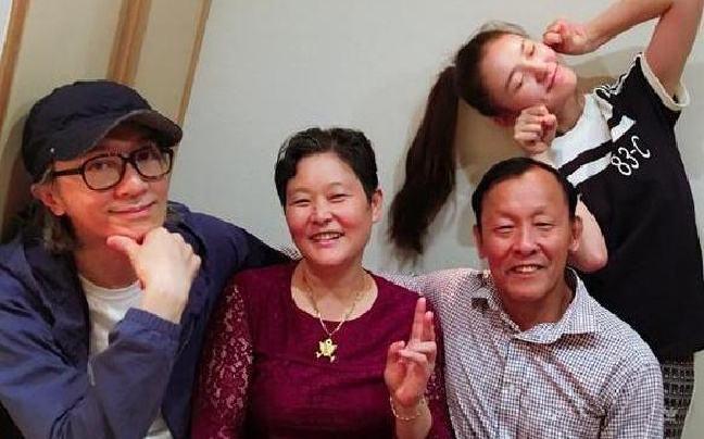 Ở tuổi 56, Châu Tinh Trì hẹn hò sao nữ 9X phim Mỹ nhân ngư-1