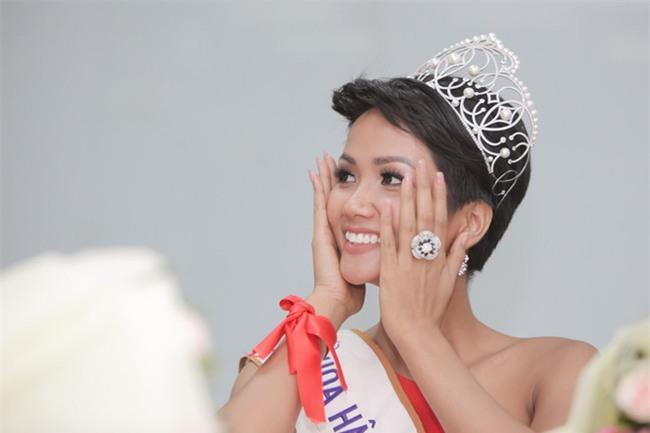 HHen Niê lọt top 5, mỹ nhân chuyển giới Angela Ponce được dự đoán đăng quang Miss Universe 2018-7