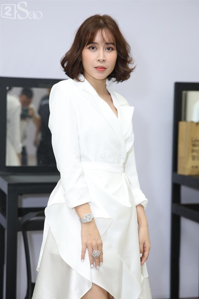 Vũ Cát Tường nắn cằm Soobin Hoàng Sơn để phân biệt thật giả-10