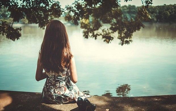 Có một người rất lạ: Buồn và cứ tỏ ra vui, yếu đuối mà cứ tỏ ra mạnh mẽ...-1