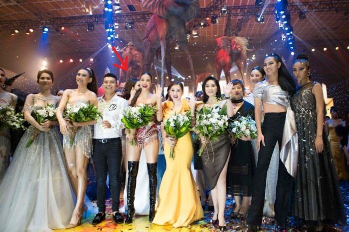Thực hiện lời hứa khóa Facebook và mặc kệ scandal, Phạm Hương tận hưởng cuộc sống không hào quang-5