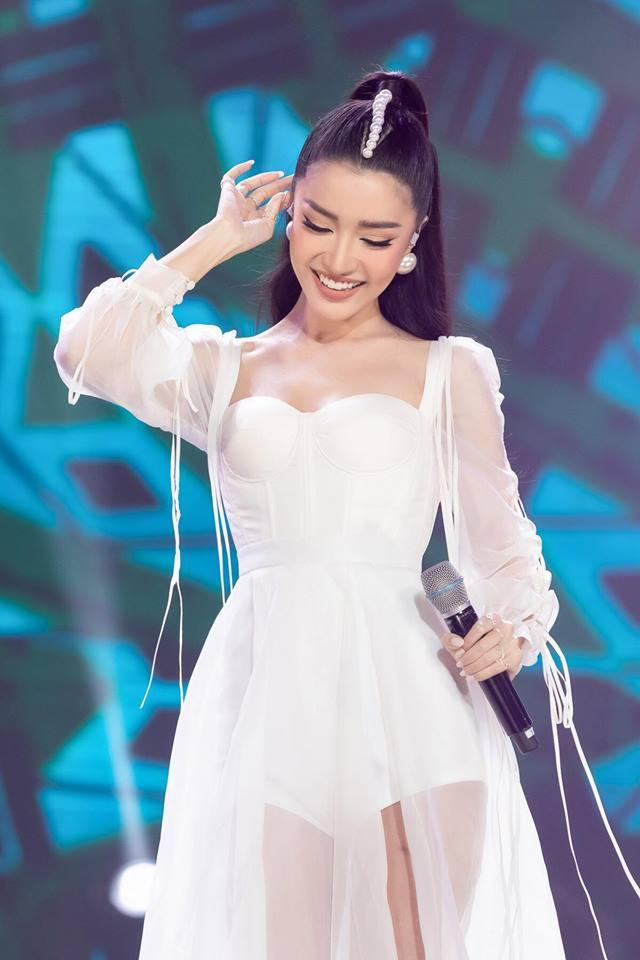 Cùng gây thương nhớ bởi váy áo tông trắng, Nhã Phương - Bích Phương chiếm trọn spotlight thảm đỏ tuần qua-1