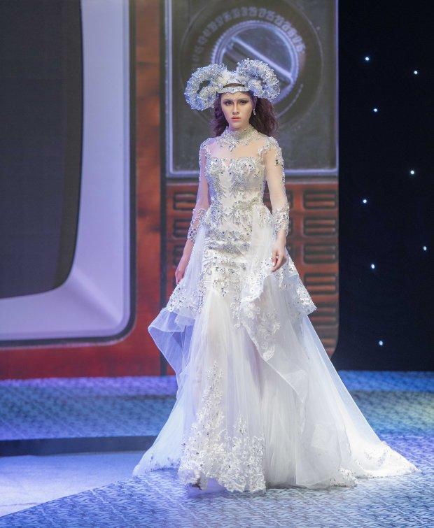 Cùng gây thương nhớ bởi váy áo tông trắng, Nhã Phương - Bích Phương chiếm trọn spotlight thảm đỏ tuần qua-8