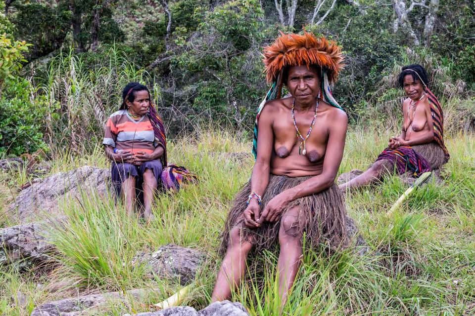 Hủ tục cắt ngón tay man rợ của bộ tộc Dani ở Indonesia-1