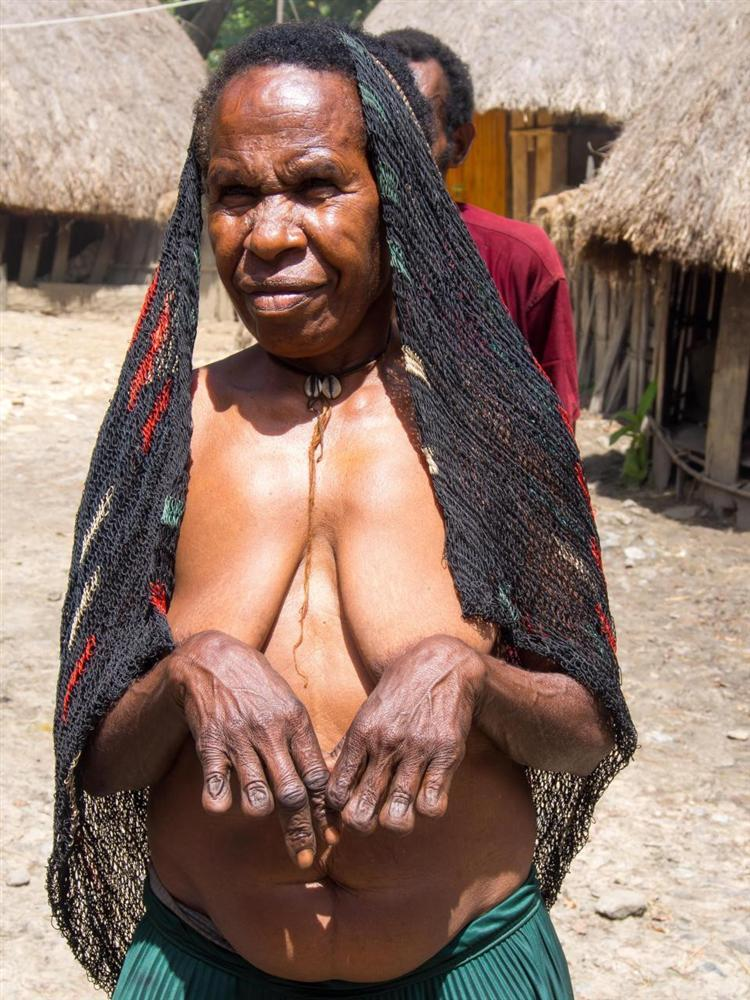 Hủ tục cắt ngón tay man rợ của bộ tộc Dani ở Indonesia-5