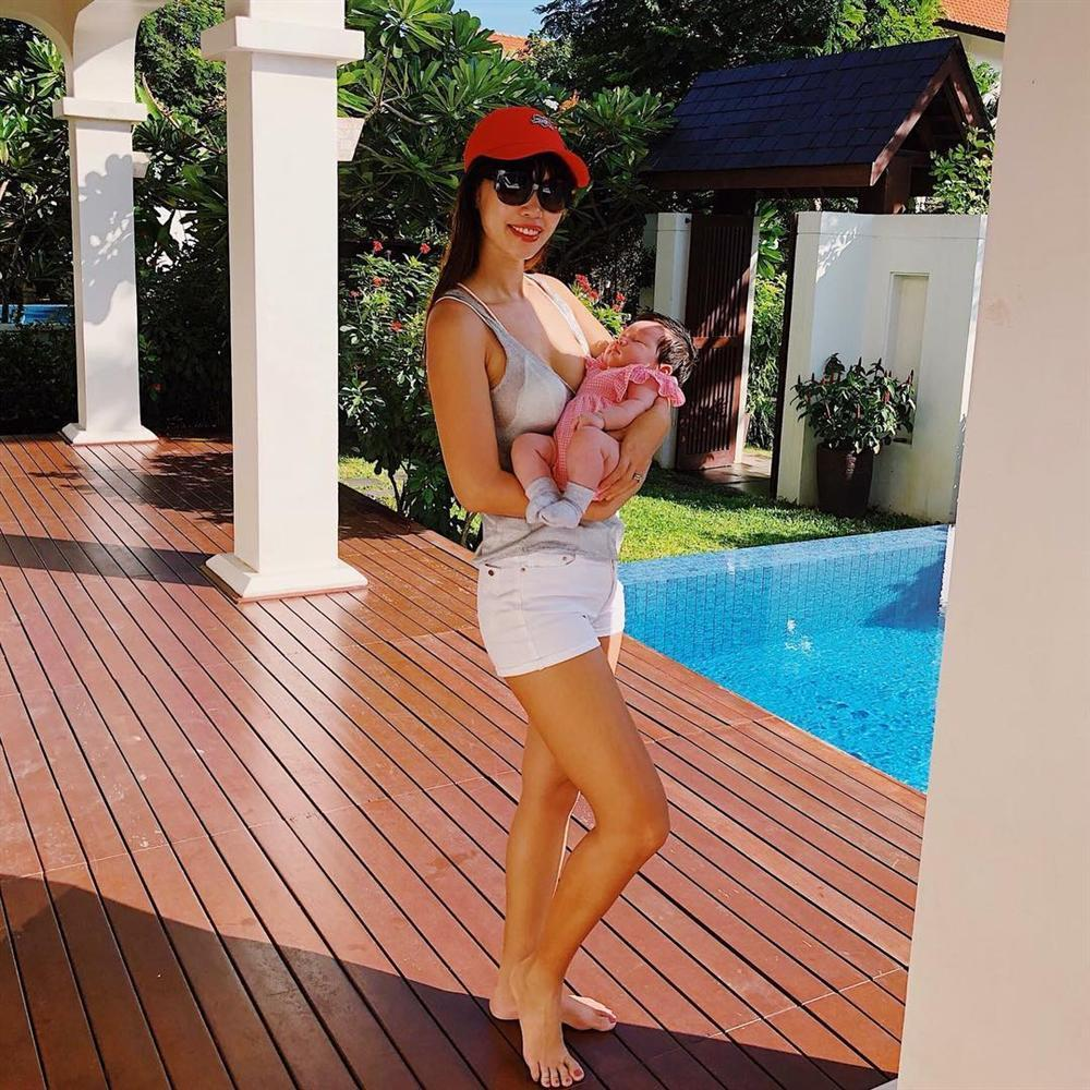 Siêu mẫu Hà Anh mặc bikini khoe thân hình thon gọn sau hơn 1 tháng sinh con-1