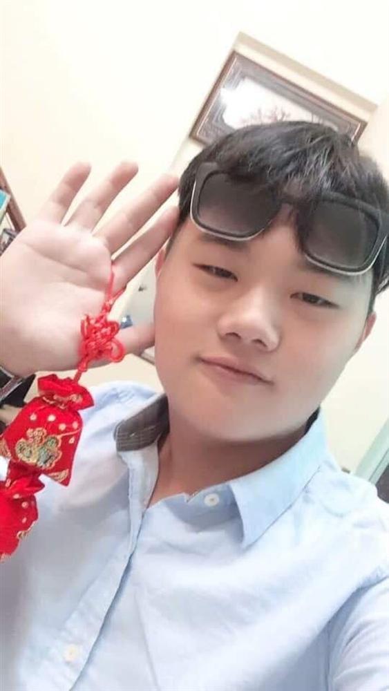 Clip tên cướp đi cùng gái xinh truy sát nữ nhân viên bán quần áo ở Đắk Lắk-3