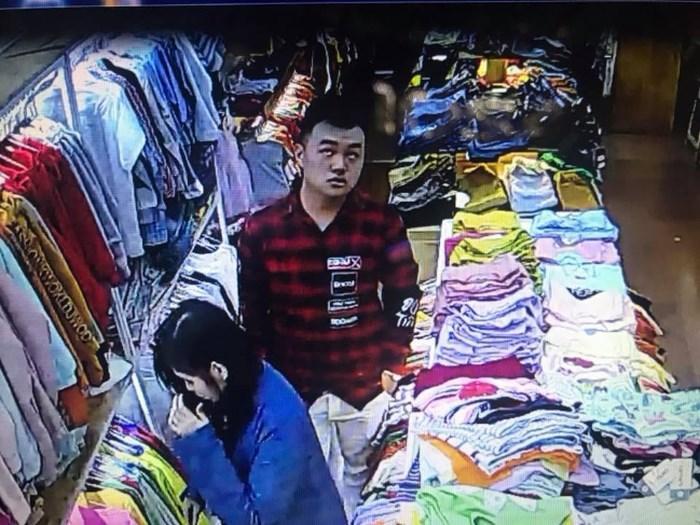Clip tên cướp đi cùng gái xinh truy sát nữ nhân viên bán quần áo ở Đắk Lắk-5