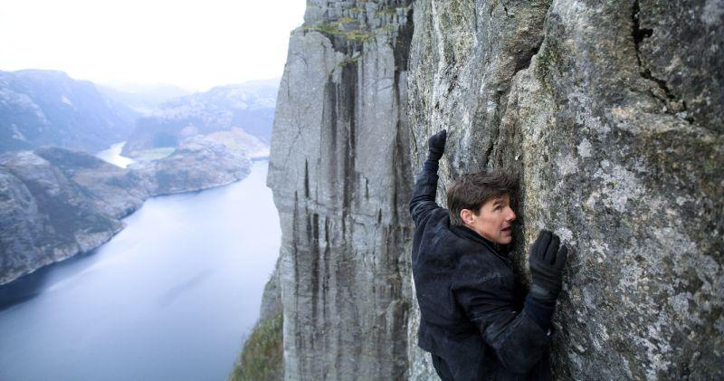 2000 khán giả leo núi đá cao xem phim bom tấn do Tom Cruise đóng-1