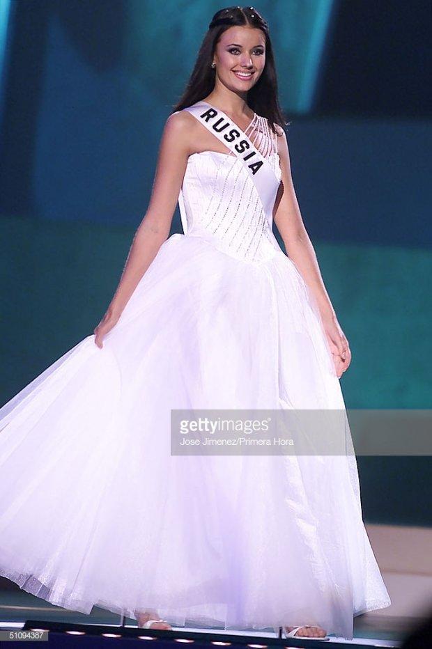 Những đàn chị mặc sắc trắng đẹp thần sầu HHen Niê nên học hỏi tại Miss Universe-3